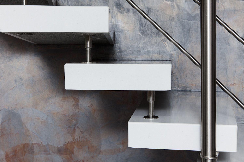 Scala ellittica moderna e minimal in composito bianco for Fargione scale