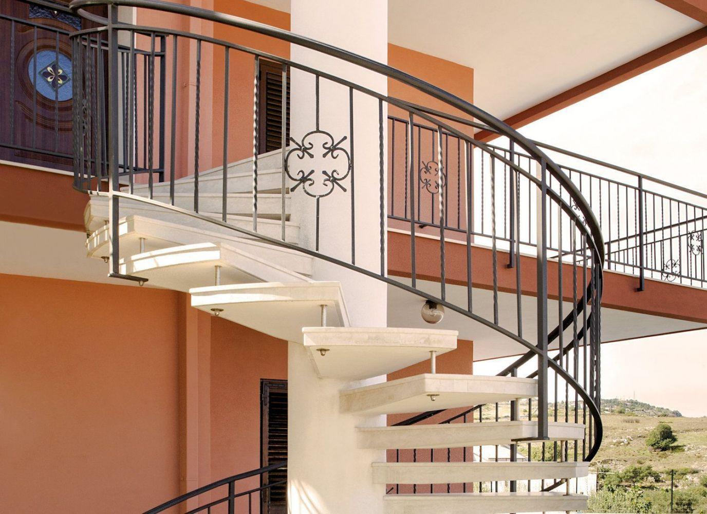 Scale a chiocciola per interni ed esterni moderne - Scale prefabbricate in legno ...