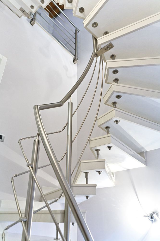 Okite spiral staircase, prefabricated, with cantilevered steps