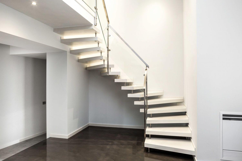 Scala a giorno in quarzo bianco moderne e minimal - Scale a giorno moderne ...