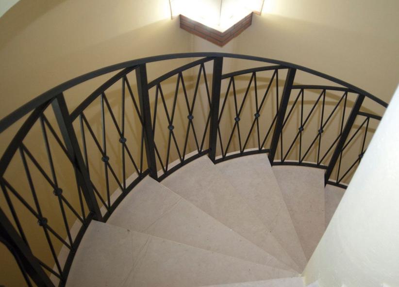Scale a chiocciola per interni ed esterni moderne realizzate su misura - Tipologia di scale ...
