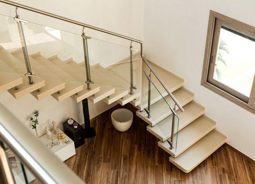 Scale a giorno per interni moderne e su misura in quarzo for Scale in marmo per interni moderne