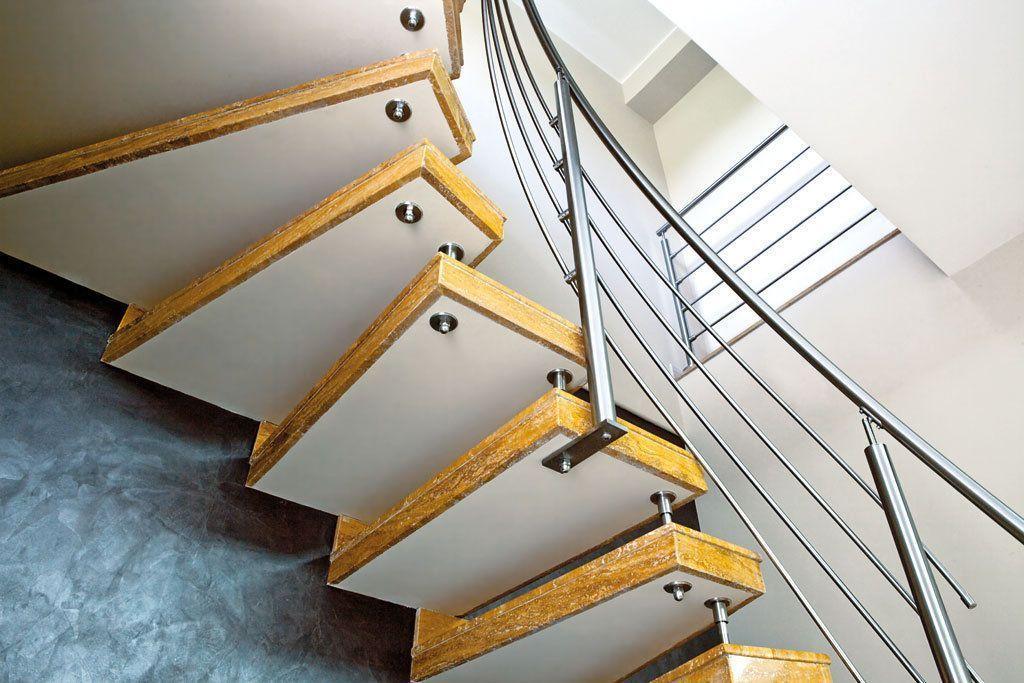 scala elicoidale, dettaglio gradini in travertino giallo